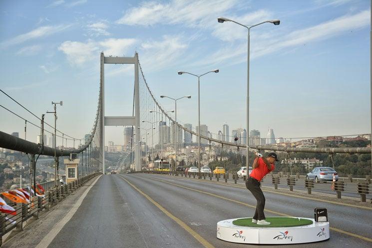Tiger-Woods-auf-der-Bosporus-Bruecke