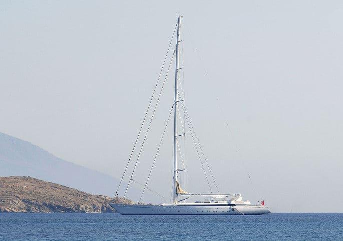 M5-yacht