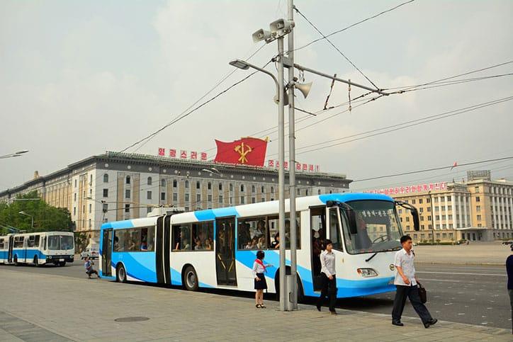 Regelmäßige Stromausfälle zwingen Oberleitungsbusse zum Stillstand, private Autos gibt es kaum