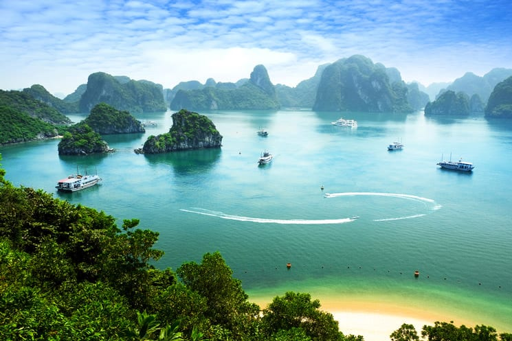 Ha-Long-Bay--in-Vietnam