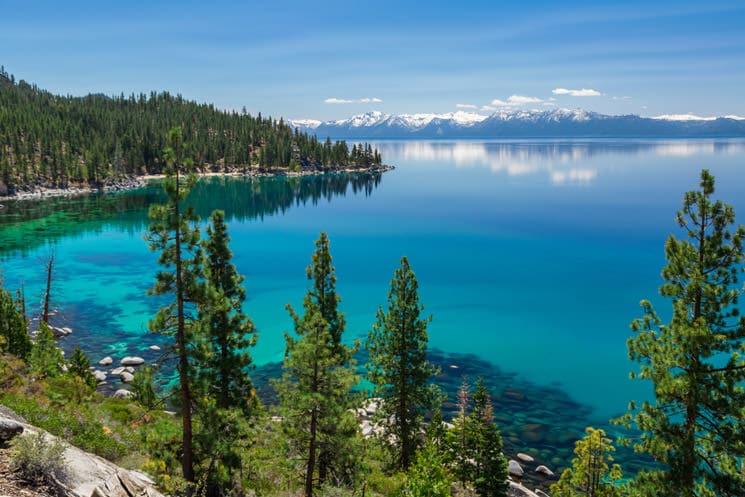 Lake-Tahoe-auf-der-Grenze-von-Nevada-zu-Kalifornien-USA