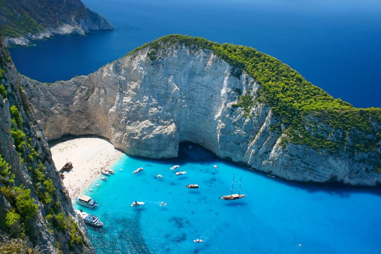 Navagio-Beach-in-Griechenland