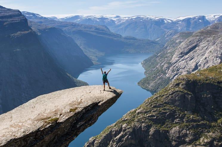 Trolltunga-Felsvorsprung-in-Norwegen