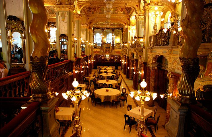 Café New York in Budapest - eines der edelsten Kaffeehäuser der Welt