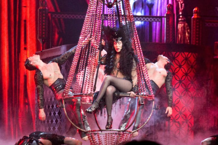 Cher bei der Dressed to Kill Tour