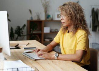 10 Hinweise bei der Auswahl eines Sitz-Steh-Schreibtisches