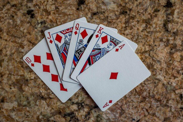 Eine Pokernacht mit Freunden online veranstalten